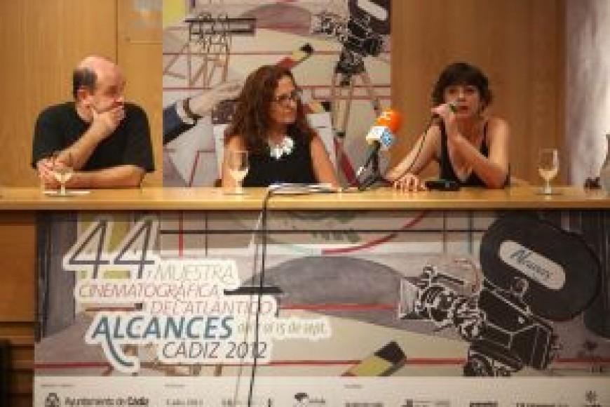 """Mesa redonda presentación de """"Contra el tiempo"""", proyección especial de Alcances, Muestra Cinematográfica del Atlántico."""