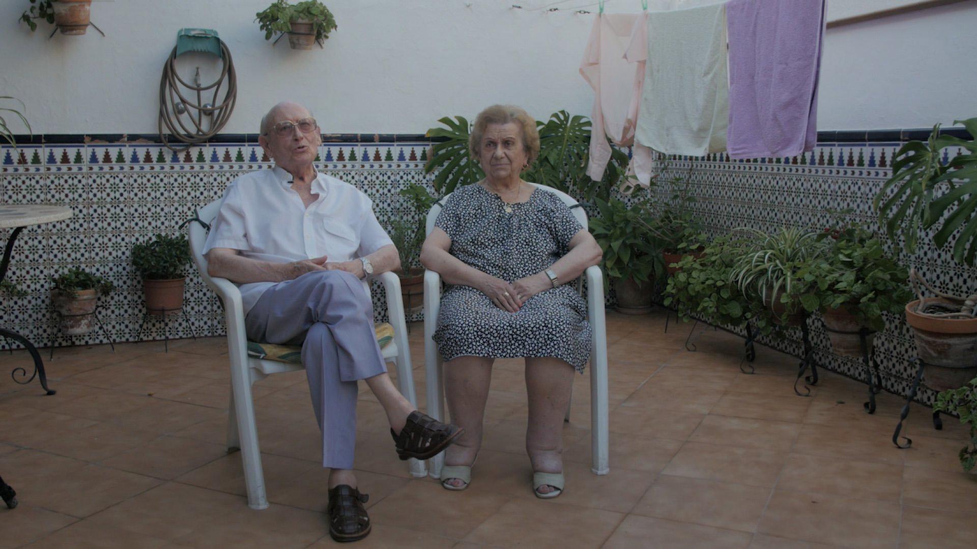 Imagen de película: Manolo Montesco y Carmela Capuleto