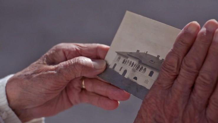 Imagen de película: La casa Emak Bakia