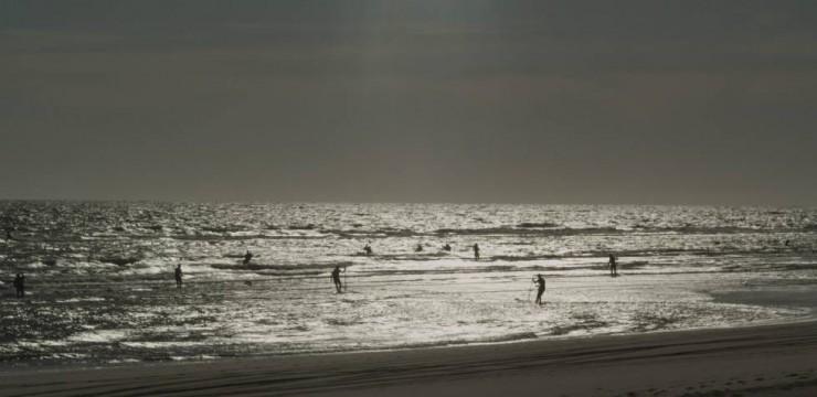 Imagen película El mar nos mira de lejos